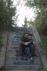 Αγκαλιά στα σκαλοπάτια